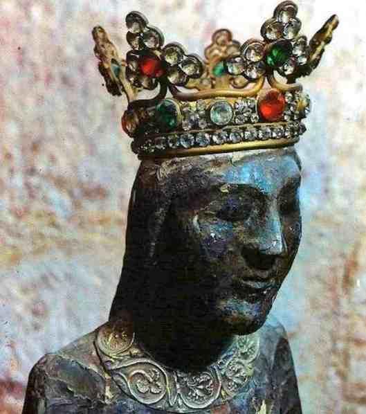 La-Vergine-nera-incoronata